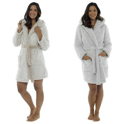 Ladies Gorgeous Marshmallow Sherpa Fleece Hooded Short Bath Robe/Dressing Gown