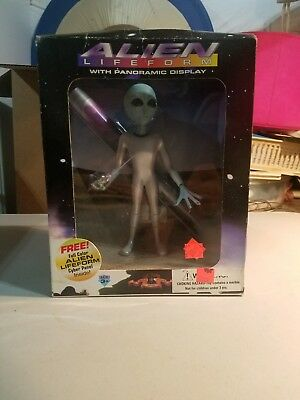 ALIEN LIFEFORM FIGURE WITH PANORAMIC DISPLAY (1995 Shadowbox Collectibles)