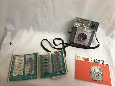 Vintage Kodak Brownie Starmite II Camera & Bulbs