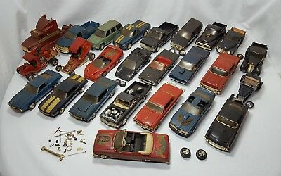 VINTAGE LARGE LOT of Plastic VINTAGE MODEL CARS Junkyard and Nearly Complete