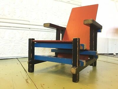 "Gerrit Rietveld ""Cassina"" Chair Scale Model"