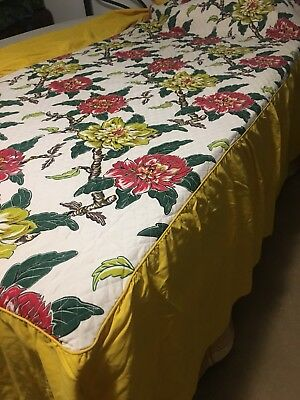 VINTAGE Twin BEDSPREAD POLISHED COTTON FLORAL BEAUTIFUL A MUST SEE