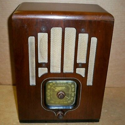 Vintage 1937 ZENITH Tombstone Tube Radio / 4-F-133, 5407 / Battery Operated