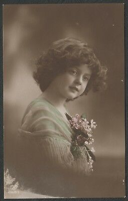 e1290)    EARLY 1900's  POSTCARD BY E.A. SCHWERDTFEGER -   YOUNG GIRL - FLOWERS