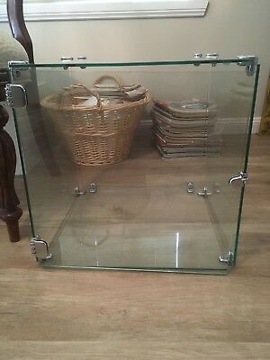 Glass display cabinet/cube