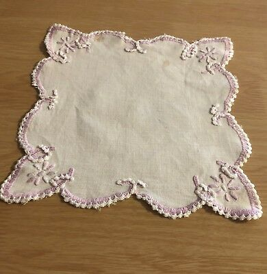 VINTAGE 18.5cm SQUARE EMBROIDERED DOILY