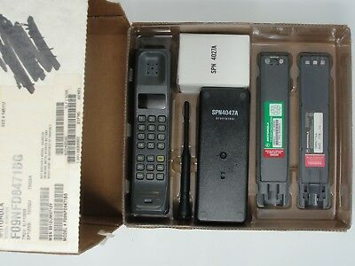 Motorola Ultra Classic Vintage Brick Cellular Phone Complete with Box Working!