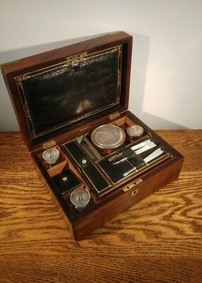 SUPERB EARLY 19th CENTURY MAHOGANY 'CAMPAIGN' STYLE GENTS FITTED VANITY BOX