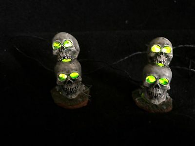 lemax spooky town HALLOWEEN LIGHTED SKULL set of 2 VINTAGE 2000 retired