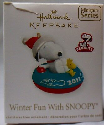 Hallmark Keepsake-Winter Fun With Snoopy-The Peanuts Gang 2011 (Mib)-Miniature