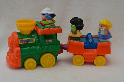 Fisher Price Little People Green Train and Carriage with 3 Characters