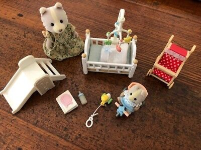Sylvanian FamiliesNursery Set with Dog Mother and Baby