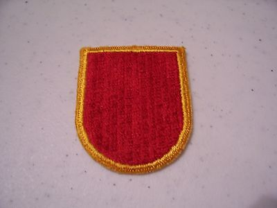 11th Field Artillery, 4th Bn, Battery B (ABN) cut edge beret flash; RARE!