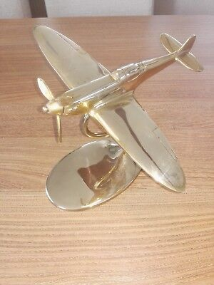 VINTAGE SOLID BRASS MODEL OF A WW2 SPITFIRE AEROPLANE 13cm HIGH ON STAND