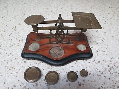Vintage Antique Wood & Brass Postal Scale With 4 Weigths And Rates Of Postage