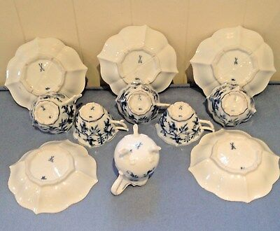 c1890 MEISSEN PORC 5 BLUE & WHITE ONION PATTERN SHAPED CUPS, SAUCERS, CREAM JUG