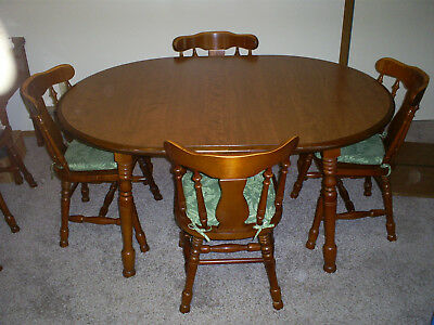 Oval Maple Table With 2 Leafs & 6 Chairs Pick Up Only!!