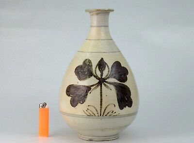 A BUNCHEONG WARE WINE BOTTLE WITH IRON-PAINTED DECORATION Joseon dynasty