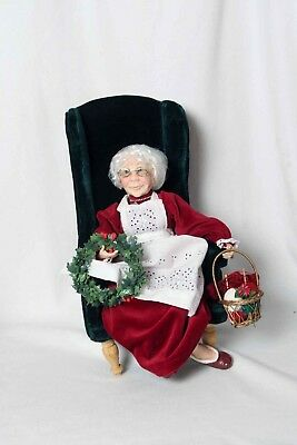 JACQUELINE KENT COLLECTION - CHRISTMAS - Mrs Claus With Box