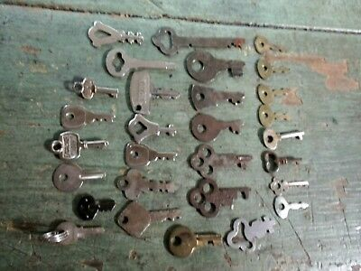 Nice Lot Of 29 Vintage Keys Luggage Small Wood Boxes Flat And Round