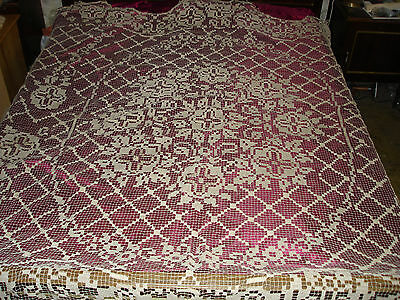 #180 Beautiful Vintage Handmade Filet Coverlet