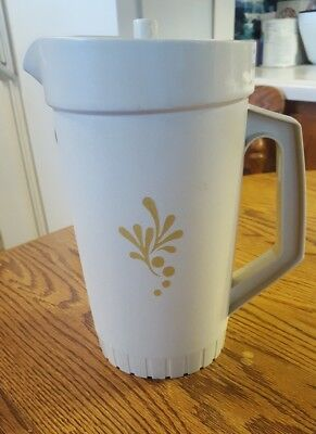Vintage Tupperware 2 QT Pitcher Gold Harvest Wheat With Push Button Lid 800-7