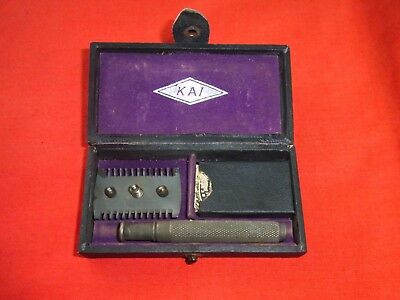 "A BOXED VINTAGE ""KAI"" TRAVELLING 3 PIECE SAFETY RAZOR with BLADES & HOLDER"