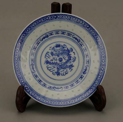China Old Hand Made Nice Blue And White Porcelain Hand Painted Dragon Plate B02