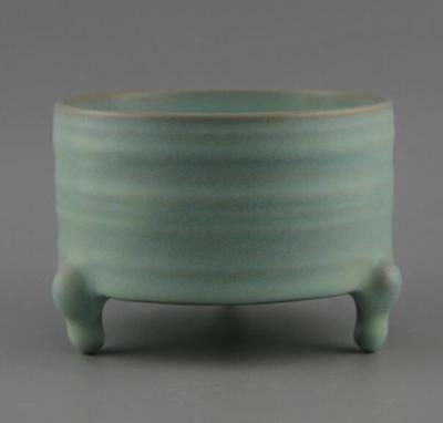 china old Hand made Kiln Green glaze porcelain Three-legged incense burner d01