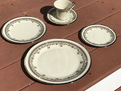 "Gorgeous 5-Pc Place Setting Of Vintage Lenox ""LACE POINT"" China ~ Mint Condition"