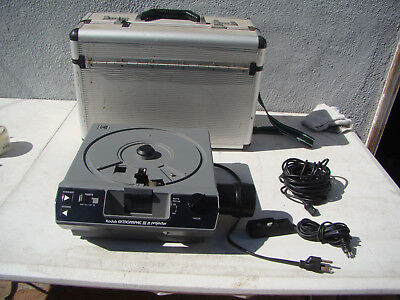 Vintage Kodak Ektagraphic III A Carousel Slide Projector w/ carrying case WORKS!