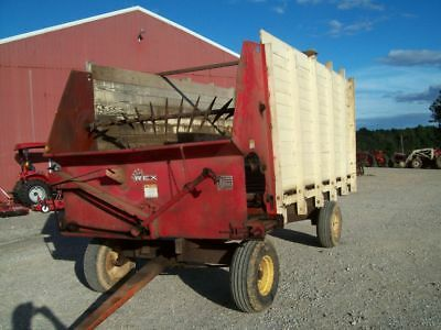 Nice older Lamco Rex Self Unloading Silage Wagon , Good Condition