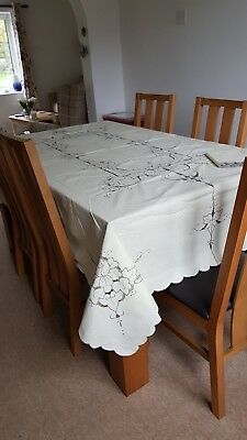 """Stunning Vintage Hand Embroidered Table Cloth 72"""" x 90 """""""