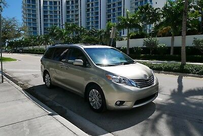 2017 Toyota Sienna AWD Loaded backup camera, Navi, power door and mor 2017 Toyota Sienna XLE AWD Loaded backup camera, Navi, power door and more!