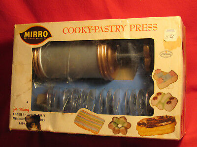 Mirro Cooky Pastry Press  358-AM- 12 Cookie Plates & 3 Pastry Tips