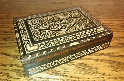 A PRETTY INTRICATELY INLAID ANGLO INDIAN TRINKET BOX c1900
