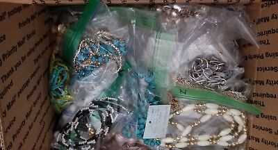 VINTAGE/NOW JEWELRY/NECKLACE LOT, 100 PCS. LUCITE/RHINESTONES/PEARLS/BEADS 9 lbs