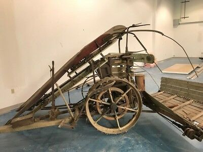 Antique International Harvester Corn binder  - Farm Equipment, Fully Operational