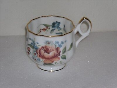 Royal Dover Fine Bone China Made In England Footed Tea Cup w/ Gold Trim