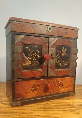PRETTY 19thC LADIES JAPANESE PARQUETRY TABLE CABINET WITH DECORATIVE INLAY c1895