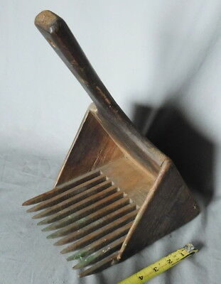 Antique Primitive Wooden cranberry Blueberry Berry Rake Scoop Tool hand carved