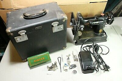 Very Nice 1950 Singer Featherweight Sewing Machine Model 221 with Box