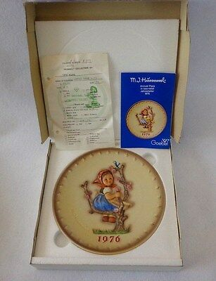"GOEBEL/HUMMEL PLATE ""Apple Tree Girl"",ANNUAL PLATE YR 1976,PORCLEAIN,7.5"" Dmtr"