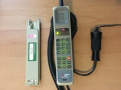 Vintage Motorola Dynatac 8000 Series Brick Cell Phone USED