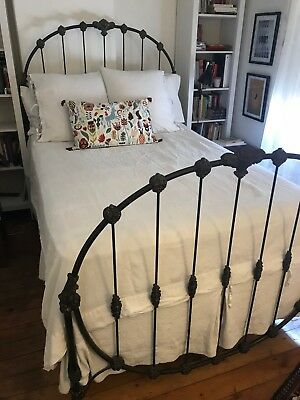 Antique Cast Iron Bed --Size Full -- Beautiful and Unique -- pick up only