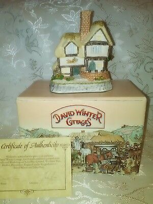 David Winter Cottages The 'Cat and Pipe' Inn  1993 COA Made in Britain
