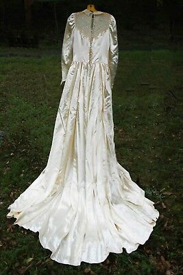 LUMINOUS IVORY ANTIQUE 1920's SILK LACE WEDDING GOWN WITH BEAUTIFUL EMBROIDERY