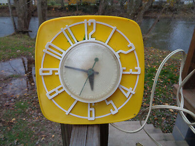 1950s Vintage Yellow Telechron Clock GE General Electric Model 2H44 works**
