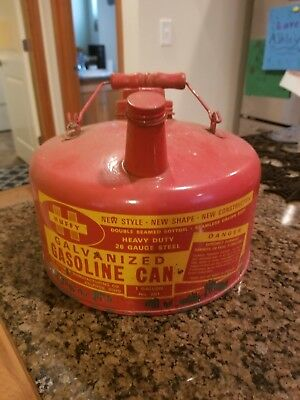 Vintage Huffy 1 Gallon Galvanized Gas Can