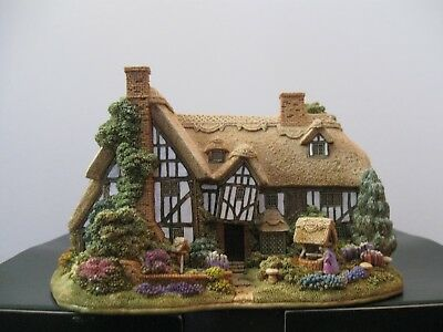 """Lilliput Lane L3019 """"THE WELL WISHERS"""" New - Mint in original box with deed."""